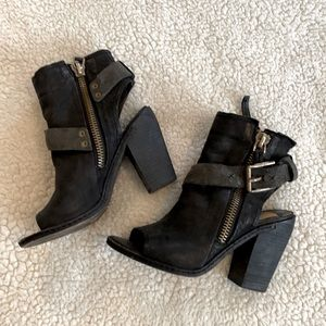 Dolce Vita Size 6 Distressed Bootie